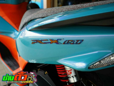 PCX 150 độ đẹp đầy quyến rũ với tone màu Xanh Nitron mát mắt