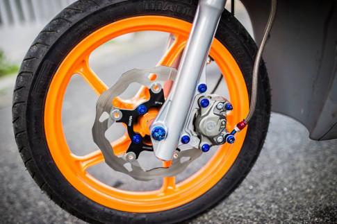 Click 110 độ siêu đẹp với đồ chơi hàng hiệu của biker Việt