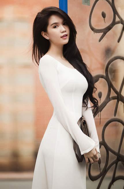 Nhan sắc Việt 'níu kéo' thời nữ sinh với áo dài trắng