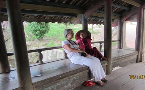 Cụ bà 79 tuổi nói tiếng Anh như gió