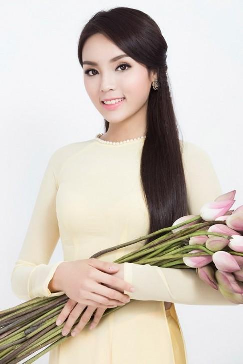 Hoa hậu Kỳ Duyên kiều diễm trong tà Áo dài