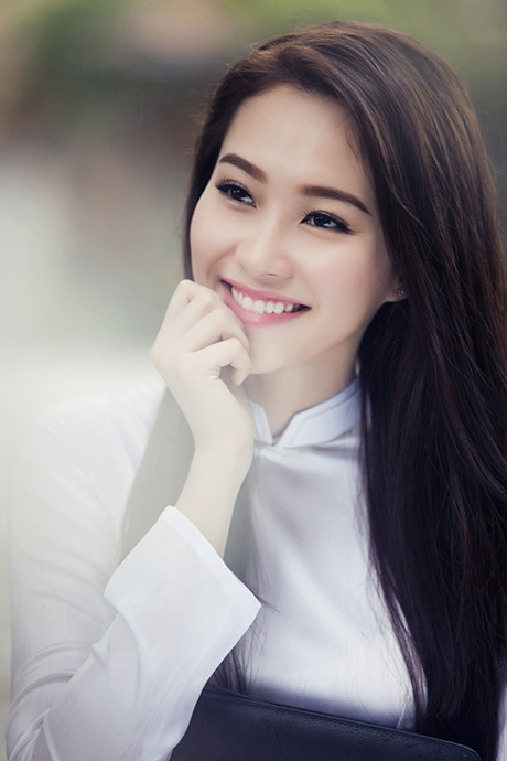 "Hoa hau Thu Thao dep ""me man"" voi ao dai nu sinh"