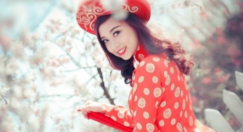Hot girl ĐH Nội vụ khoe sắc rạng rỡ trong vườn đào xuân
