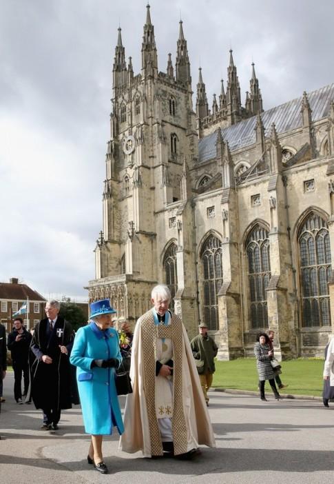 Những sự thật thú vị về quyền lực của Nữ hoàng Anh